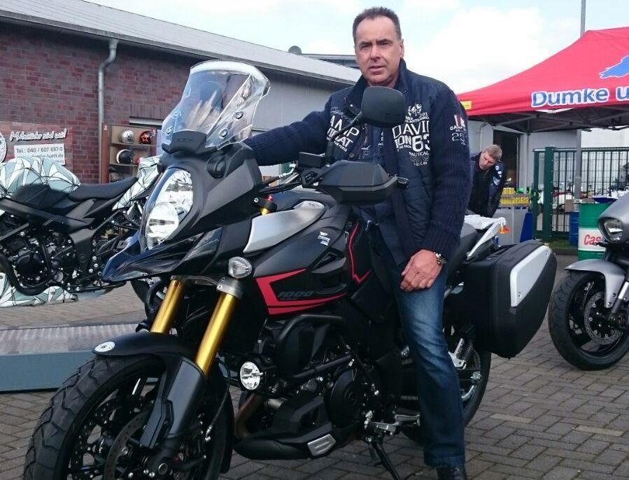 11_Fahrlehrer_Dirk_Bergau_Motorrad_Suzi1000